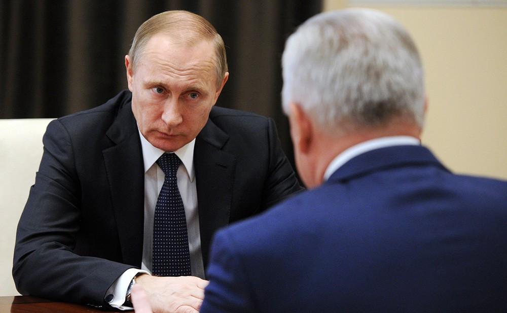 Президент России Владимир Путин и глава Республики Бурятия Вячеслав Наговицын