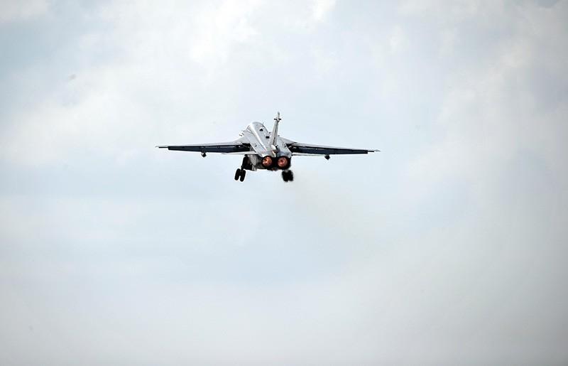 Фронтовой бомбардировщик Су-24 ВКС России