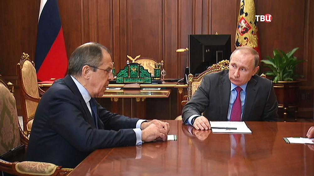 Президент России Владимир Путин и глава МИД России Сергей Лавров