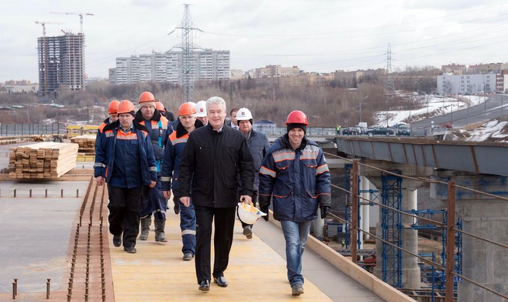 Сергей Собянин осмотрел ход строительства эстакады