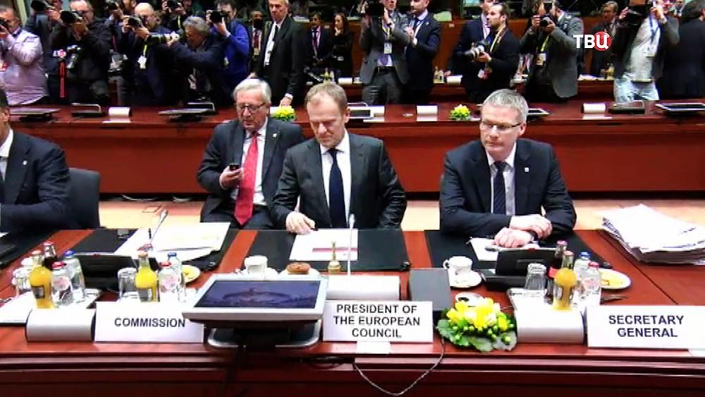 Жан-Клод Юнкер и Дональд Туск на саммите ЕС
