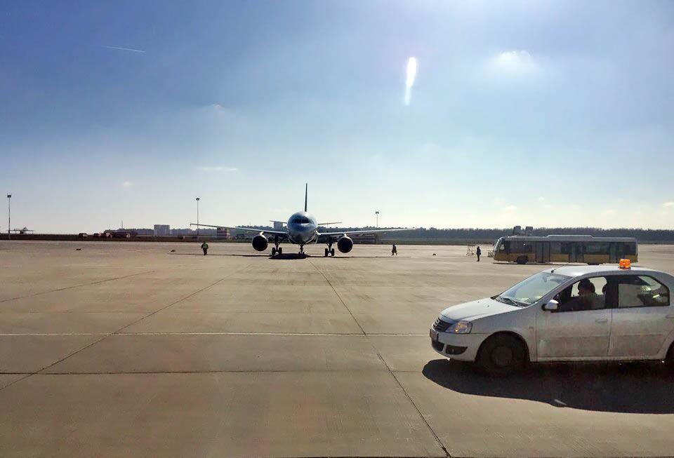 Самолет в аэропорту Ростова-на-Дону