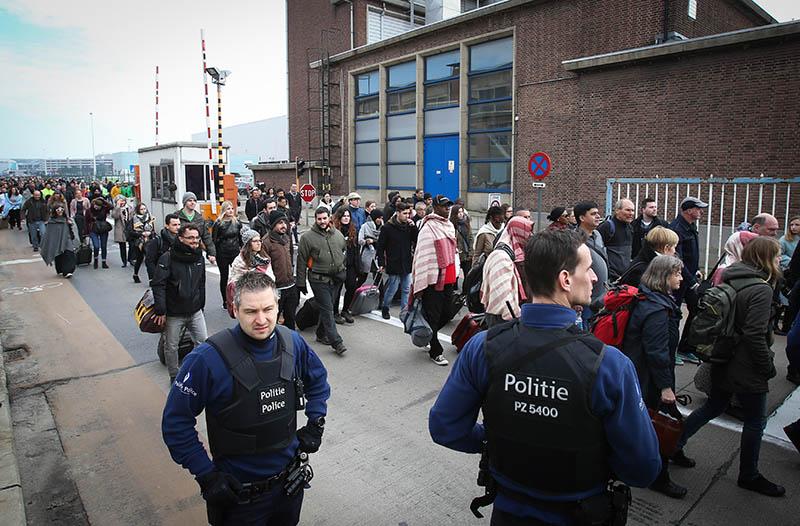 Эвакуация людей из аэропорта Брюсселя