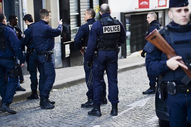 Франция: злоумышленник на угнанном авто сбил полицейского