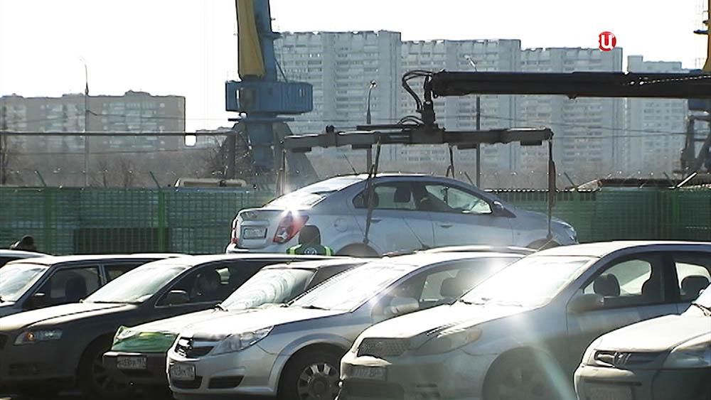 Автомобили на штафстоянке
