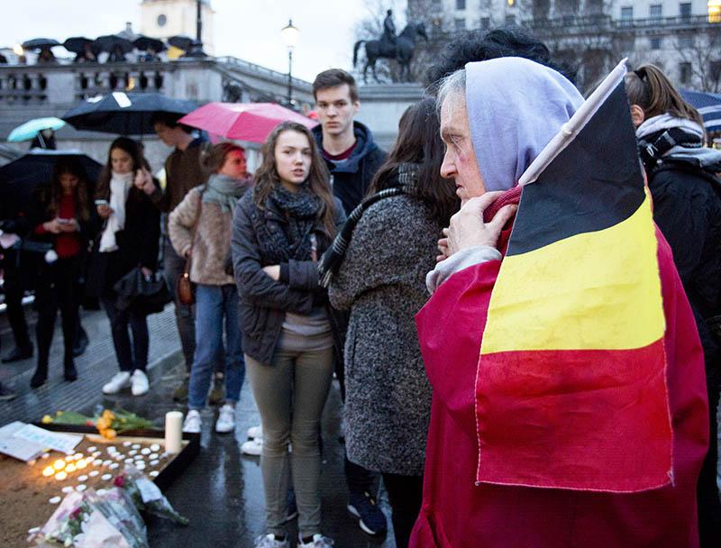 Траур по погибшим в результате теракта в Брюсселе