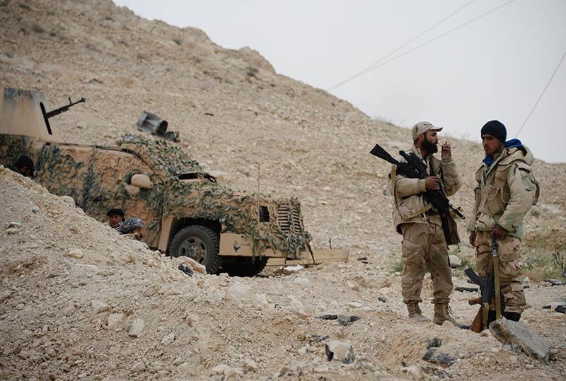 Солдаты сирийской армии на передовой позиции