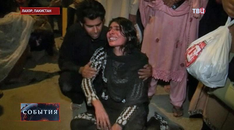 Пострадавшие после взрыва в Пакистане