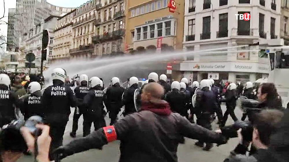 Полиция Брюсселя разгоняет митинг