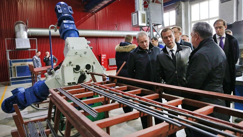 Дмитрий Медведев на производственном предприятии