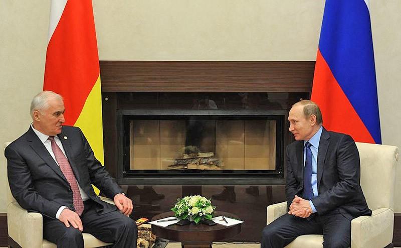 Владимир Путин и Президент Республики Южная Осетия Леонид Тибилов