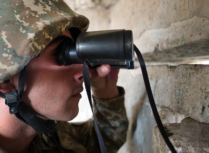 Военнослужащий армии самопровозглашенной Республики Нагорный Карабах на линии соприкосновения с вооружёнными силами Азербайджана