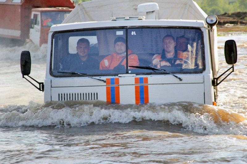 Работа МЧС в зоне паводков