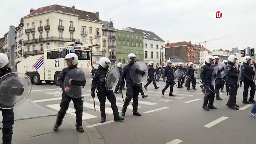 Полиция Брюсселя пресикает уличные беспорядки