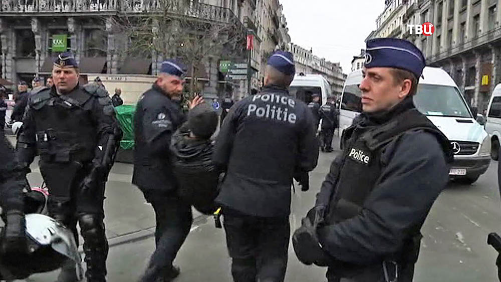 Полиция Брюсселя задерживает протестующих