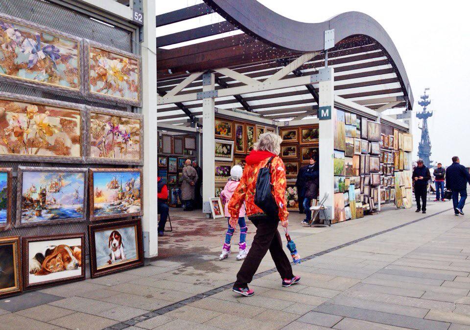 Выставка-продажа картин в парке Музеон