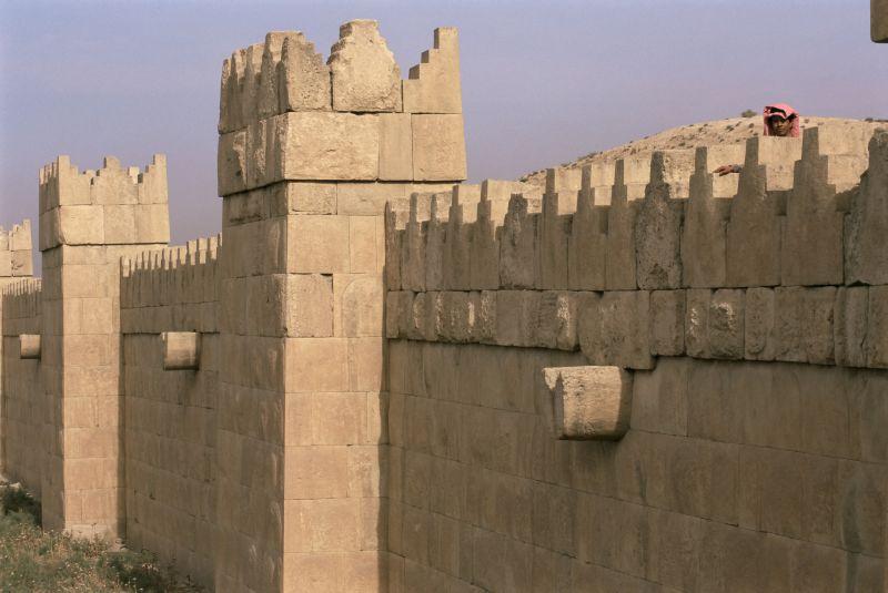Крепостная стена древнего города в Ираке