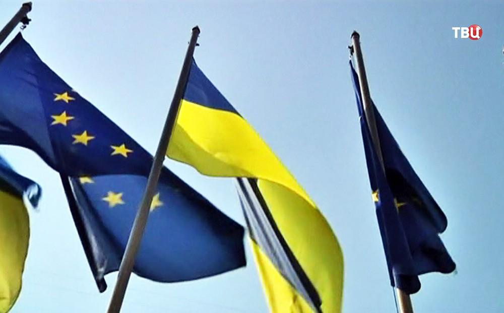 Флаги Евросоюза и Украины