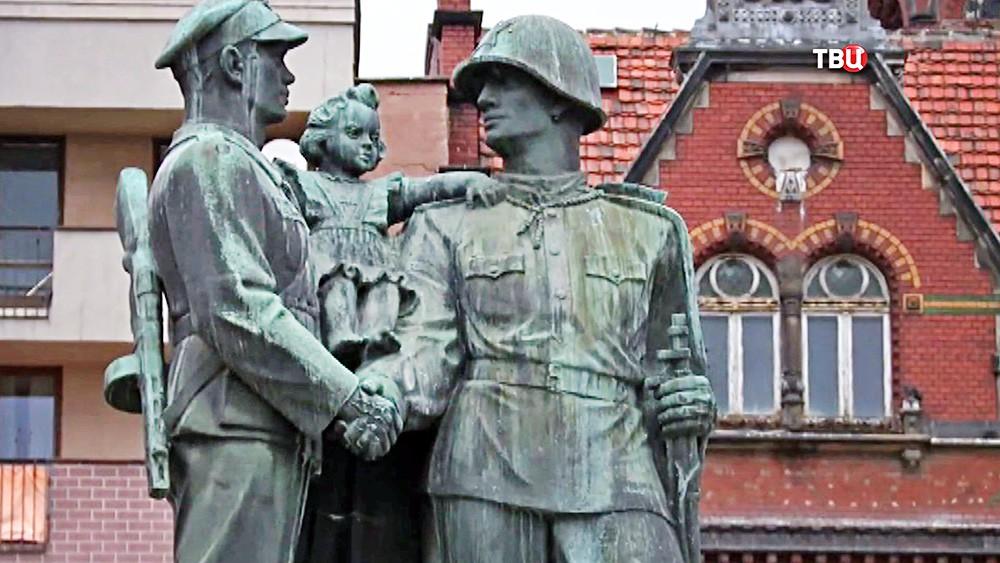 Памятник польскому и советскому солдатам в Легнице