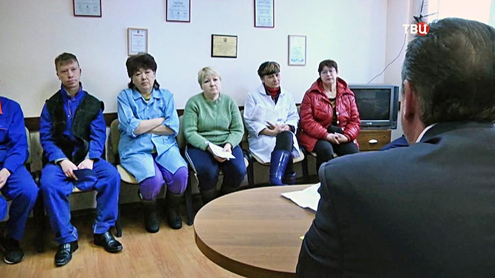Выплата зарплаты рабочим рыбкомбината на Шикотане