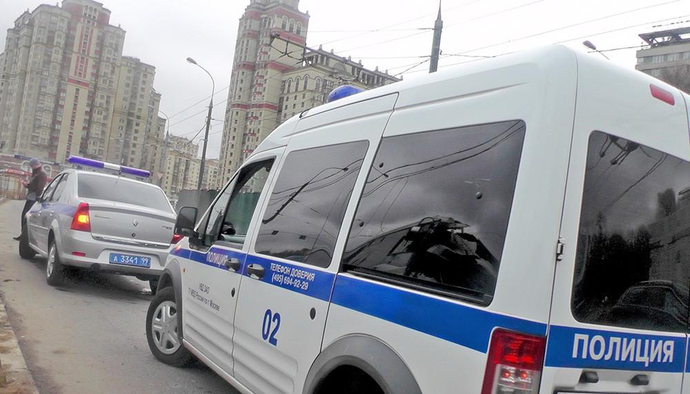 Машины полиции на месте происшествия