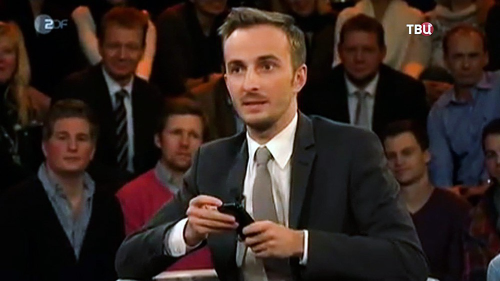 Телеведущий канала ZDF Ян Бёмерман