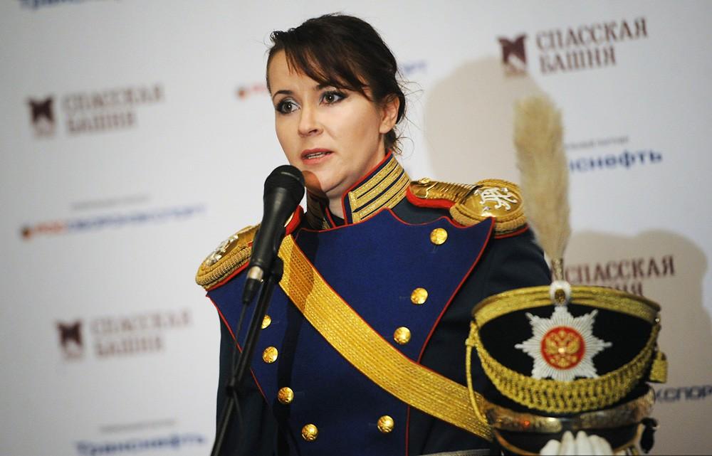 Лейтенант учебно-методической группы кавалерийского почётного эскорта при Президентском полке Ирина Мамаева на пресс-конференции