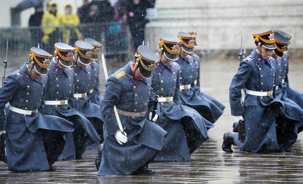 Церемония развода конных и пеших караулов Президентского полка в Кремле