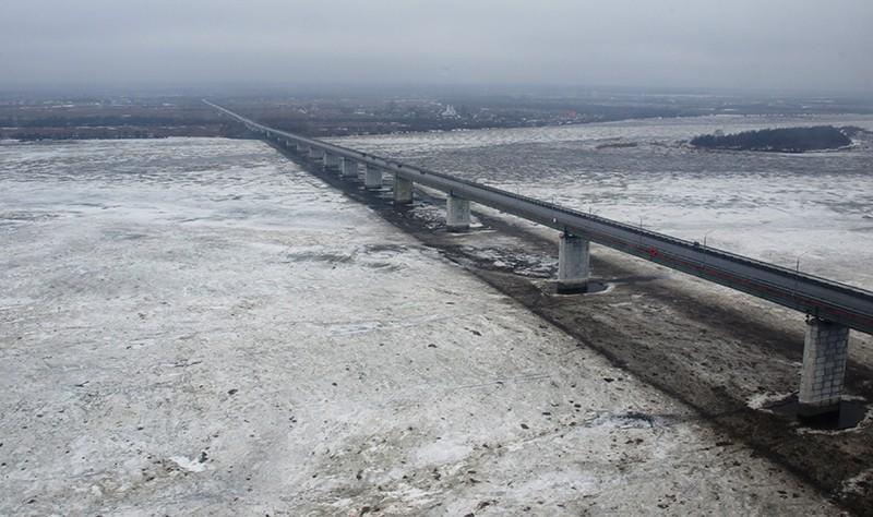 Ледяные торосы в Вологде
