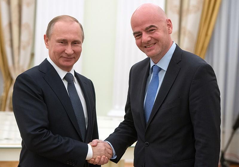 Президент России Владимир Путин и президент ФИФА Джанни Инфантино во время встречи в Кремле