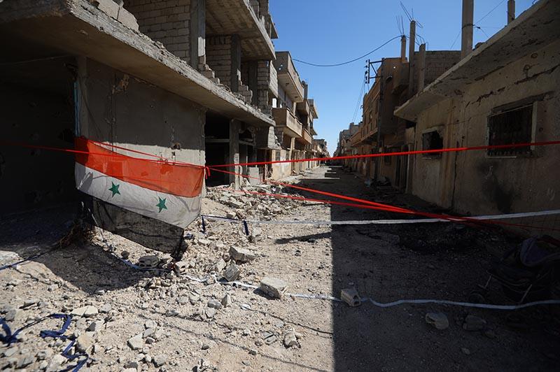 Флаг Сирии на улице Пальмиры, освобожденной от боевиков