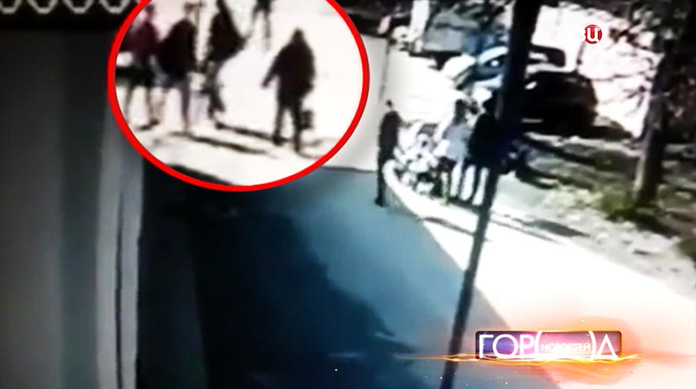 Момент удара самокатом по голове шестилетнего мальчика