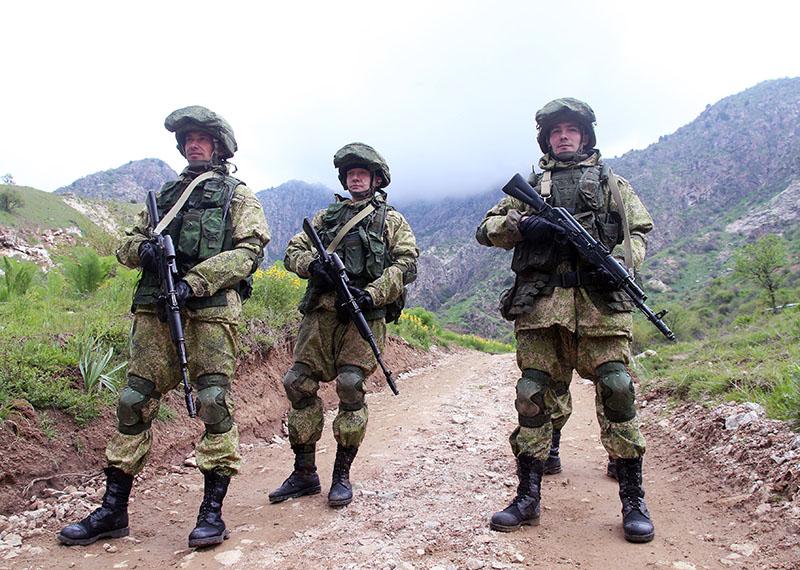Военнослужащие российской армии во время совместных учений подразделений военной разведки