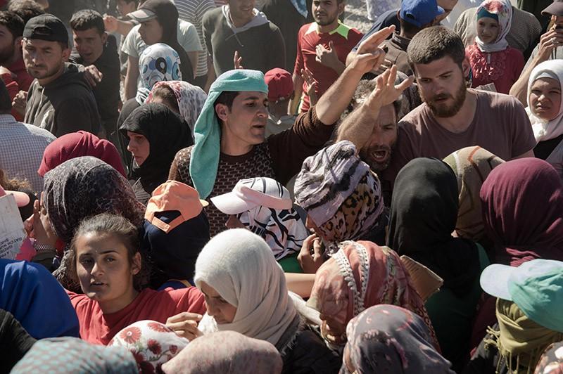 Турция подтягивает бронетехнику награницу сСирией