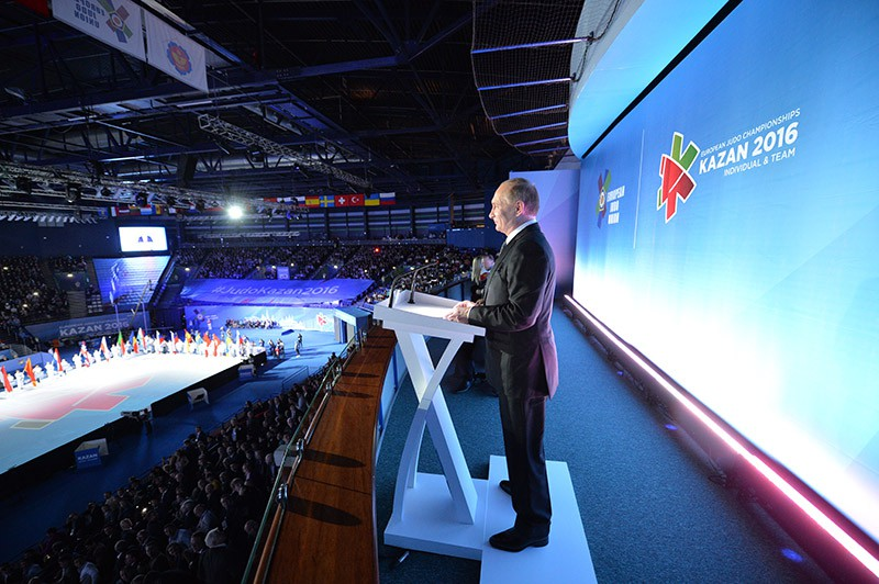 Владимир Путин во время открытия европейского первенства по дзюдо в Казани