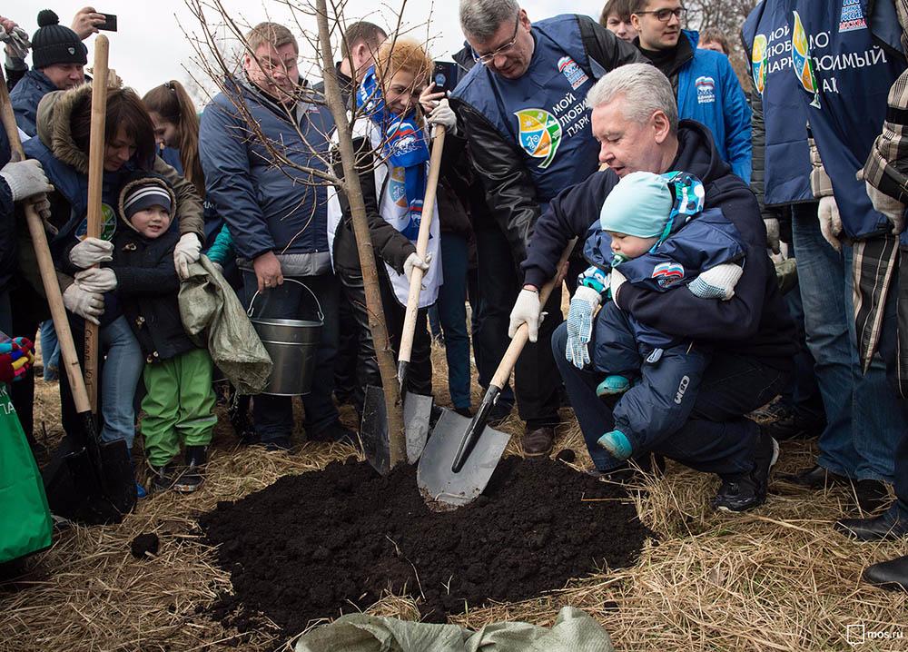 Сергей Собянин принимает участие в субботнике