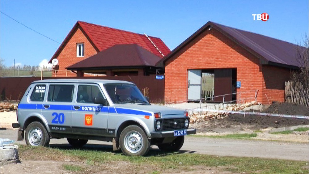 Полиция на месте убийства экс-главы МВД Сызрани и его семьи