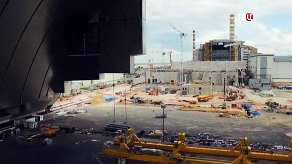 Возведение саркофага над Чернобыльской АЭС