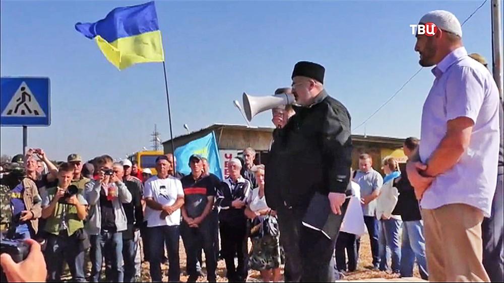 Глава Меджлиса крымско-татарского народа Рефат Чубаров на митинге