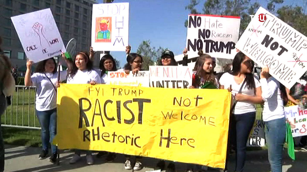Митинг противников политики Трампа