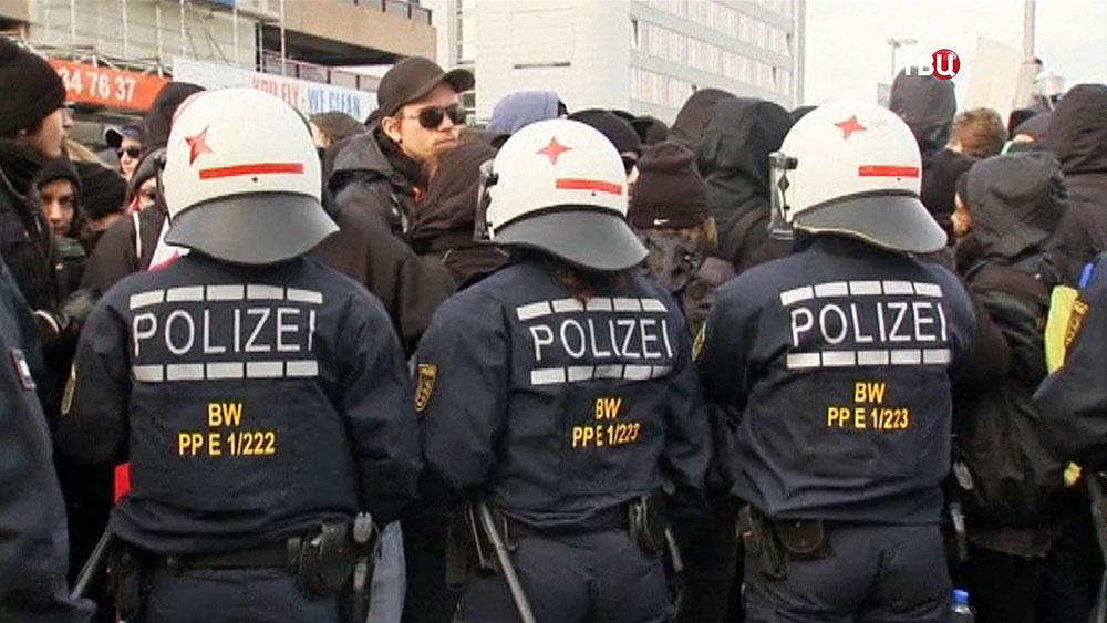 Полиция Германии во время митинга