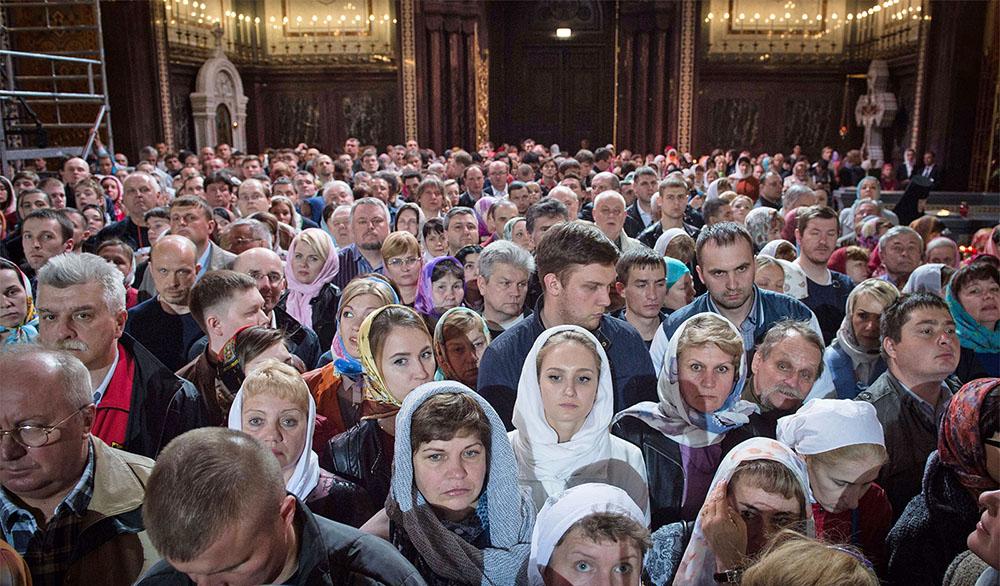 Православные верующие в Храме Христа Спасителя
