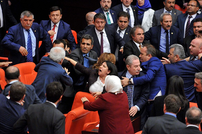 Драка в парламенте Турции