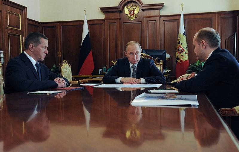 Президент России Владимир Путин во время встречи с Юрием Трутневым и Александром Галушкой