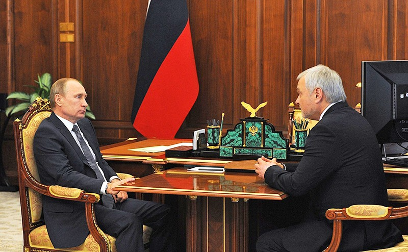 Владимир Путин и руководитель Федерального медико-биологического агентства Владимир Уйбо
