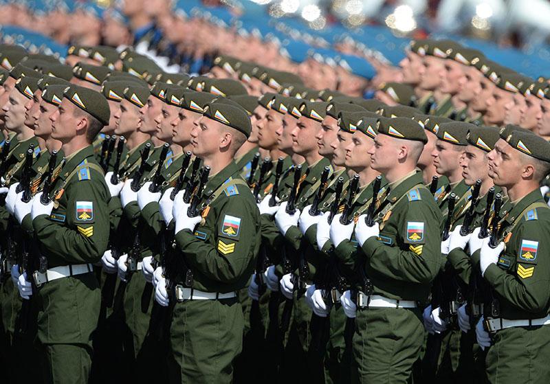 Парадные расчеты военнослужащих на генеральной репетиции военного парада