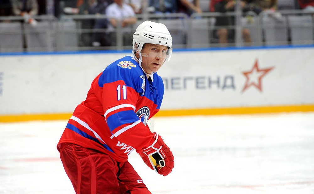 Владимир Путин принял участие в матче Ночной хоккейной лиги