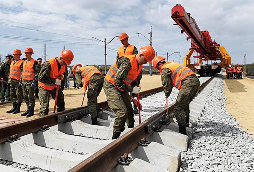 Строительство железной дороги военнослужащими