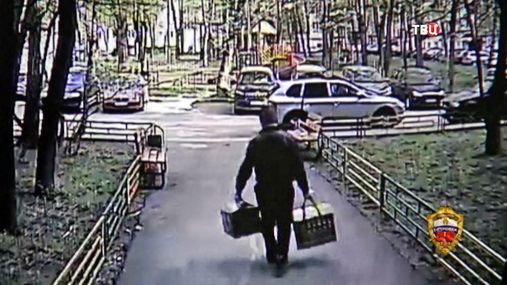 Момент ограбления на кадрах камеры видеонаблюдения