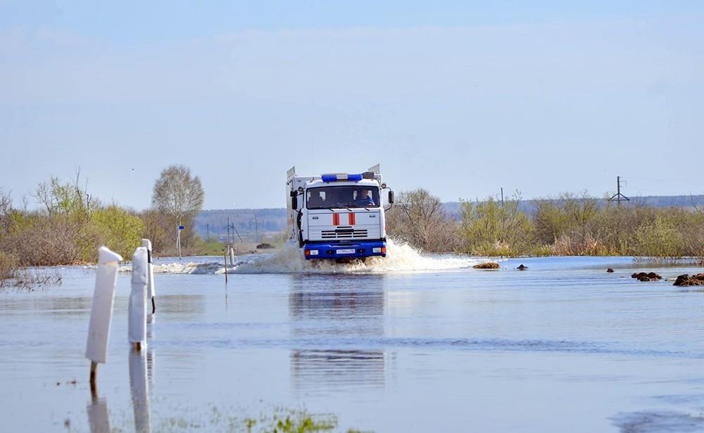Спасатели МЧС в зоне паводка